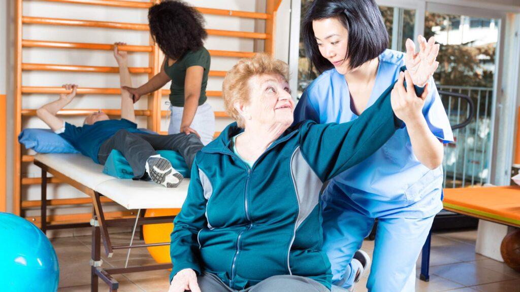 فیزیوتراپی برای مشکلات افراد مسن