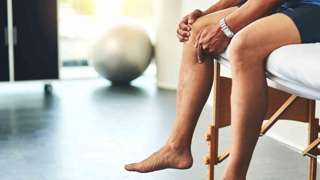 علائم التهاب یا آب آوردن زانو